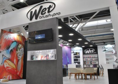 Cosmoprof stand Wet Brush