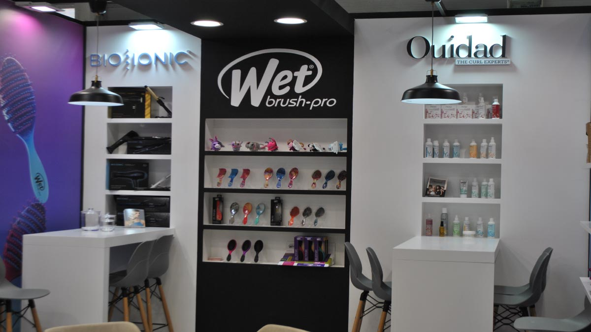 Wet Brush Cosmoprof.